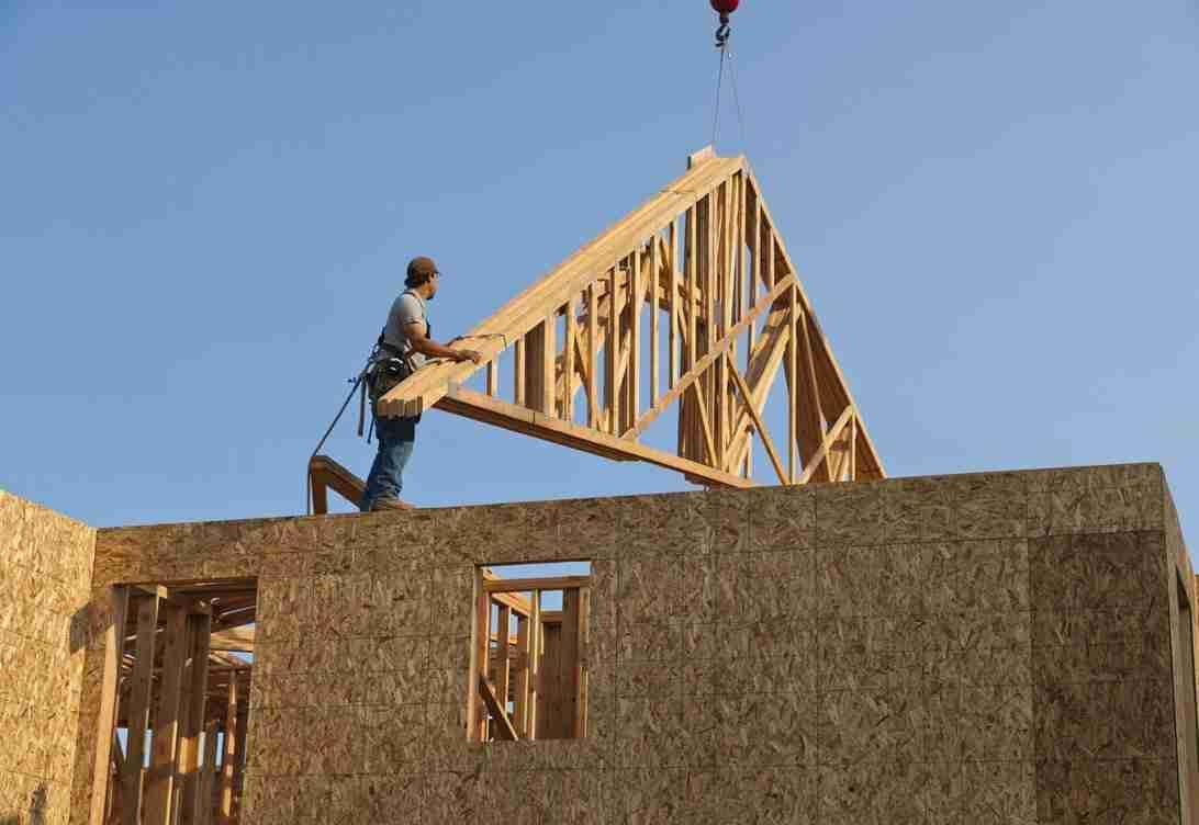 Roof truss crane rental