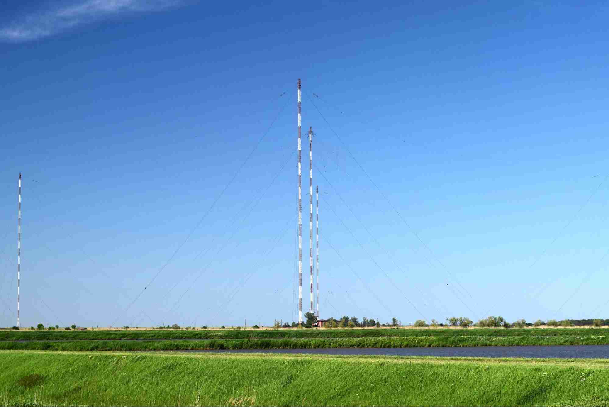 Hiring A Crane Company For Cell Tower Installation